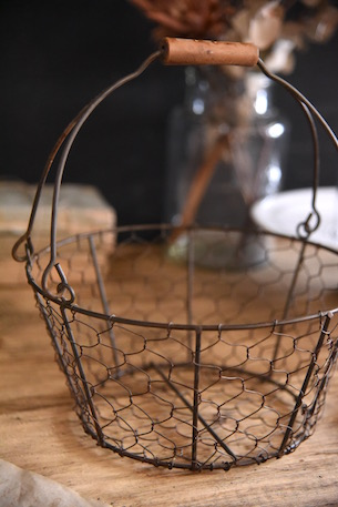 アンティーク ワイヤーバスケット 木の取手付き