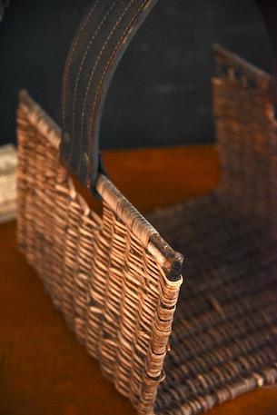 アンティーク バスケット 皮の持ち手 全体的に硬質でヘビー